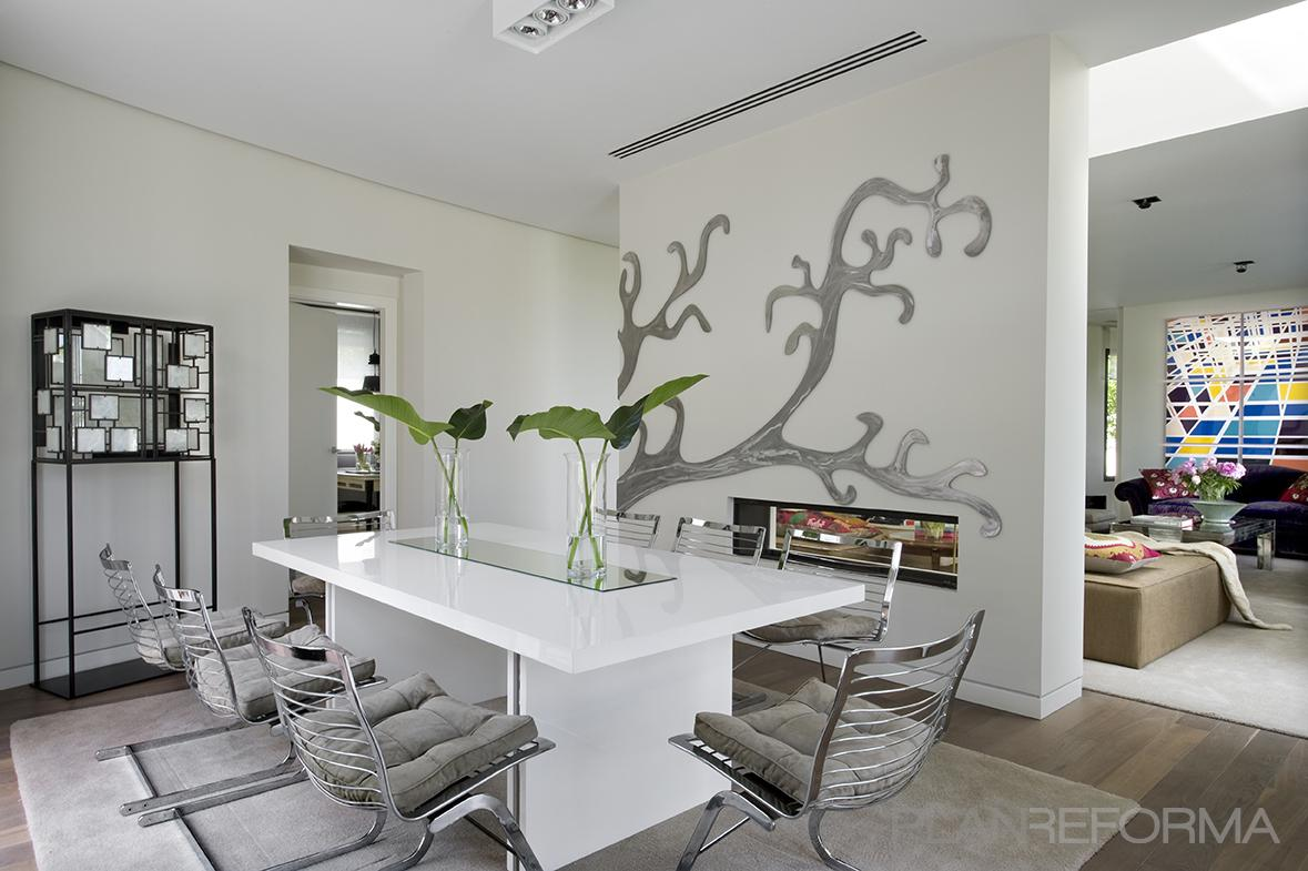 Comedor salon estilo moderno color marron blanco gris - Decoracion salon blanco ...