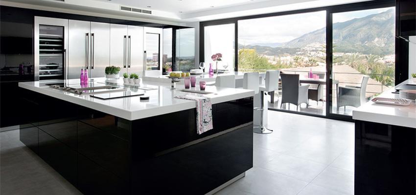 Comedor, Cocina Estilo moderno Color blanco, gris, negro  diseñado por COCINAS SANTOS   Marca colaboradora   Copyright Cocinas SANTOS 2014