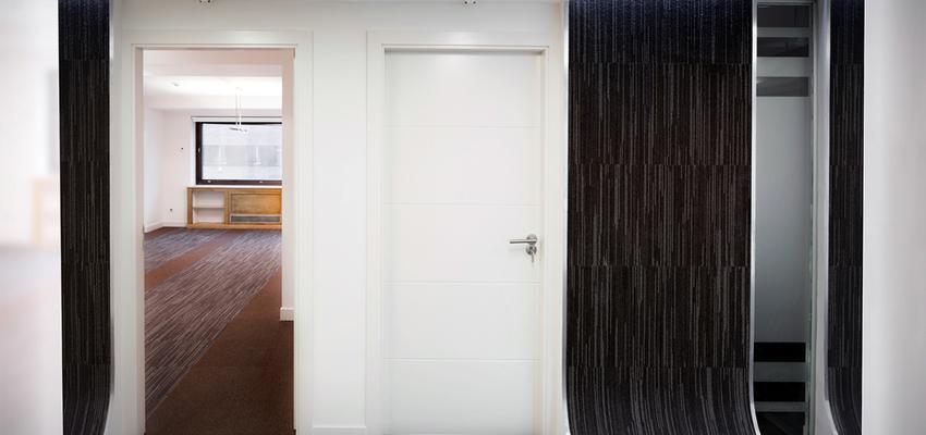 Oficina Estilo moderno Color blanco, gris  diseñado por UP PROYECTOS Y CONSTRUCCIONES | Gremio | Copyright UP PROYECTOS Y CONSTRUCCIONES