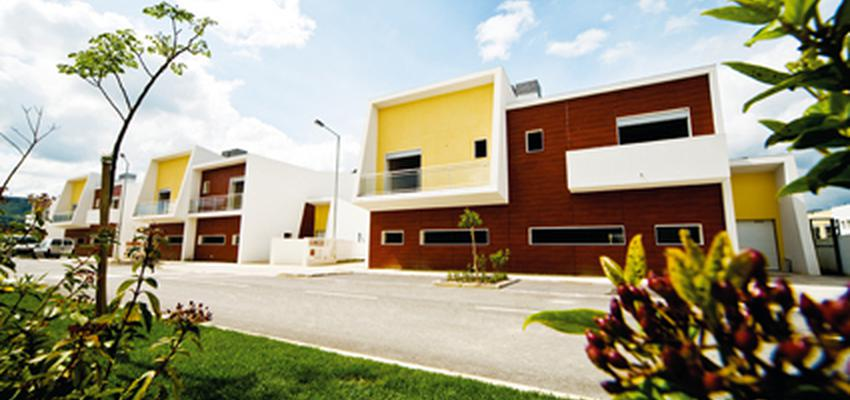 Exterior style moderno color amarillo, marron, blanco  diseñado por aparici | Marca colaboradora | Copyright Aparici