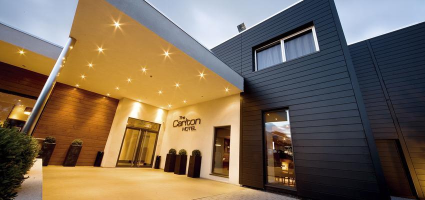 Exterior, Hotel Estilo contemporaneo Color beige, marron, gris, negro  diseñado por aparici   Marca colaboradora   Copyright Aparici