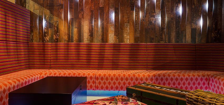 Bar style vintage color rojo, marron, marron, negro  diseñado por aparici | Marca colaboradora | Copyright Aparici