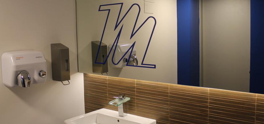 Baño, Restaurante, Bar Estilo moderno Color azul, azul oscuro, dorado  diseñado por Francesc Plazas Nebot | Arquitecto | Copyright F.P.Arquitectura