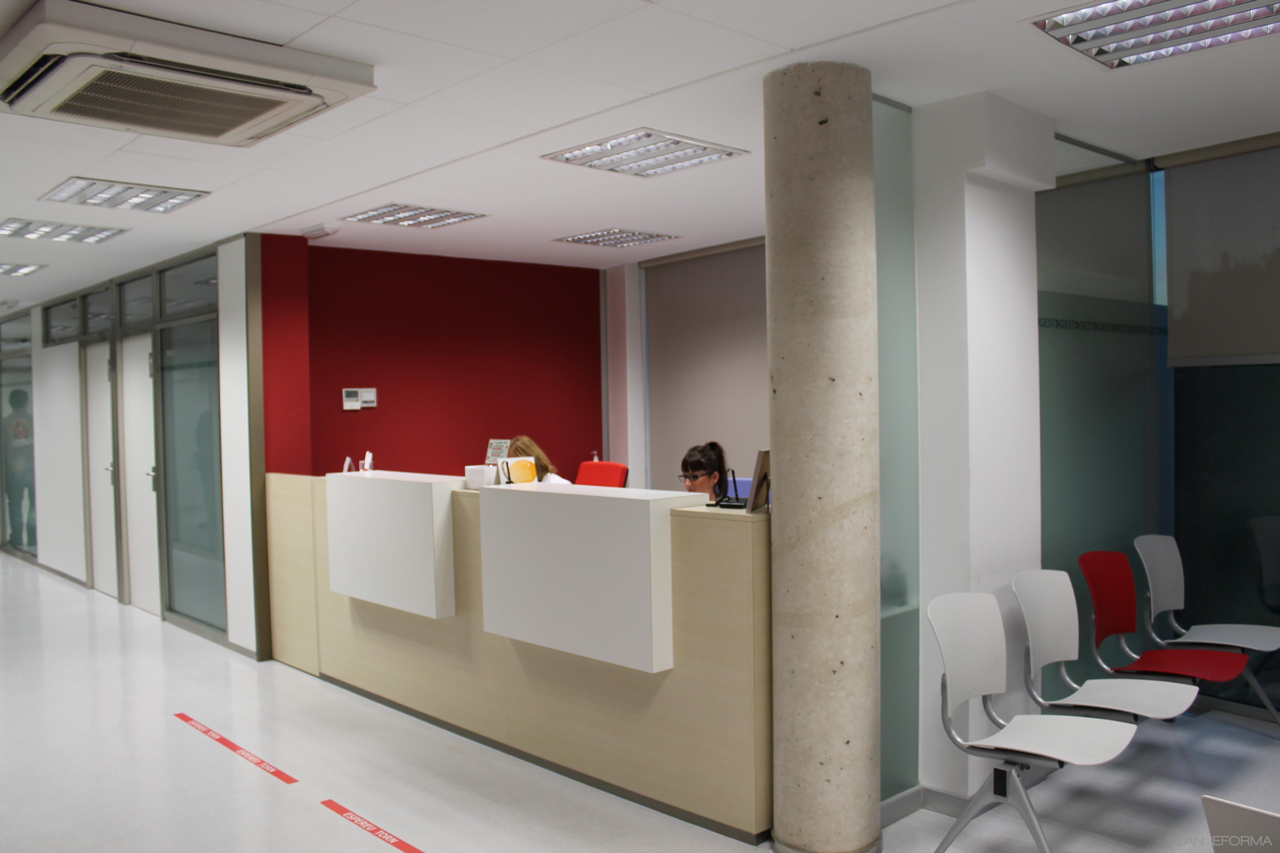 Vestibulo oficina estilo contemporaneo color rojo beige Estilo contemporaneo arquitectura