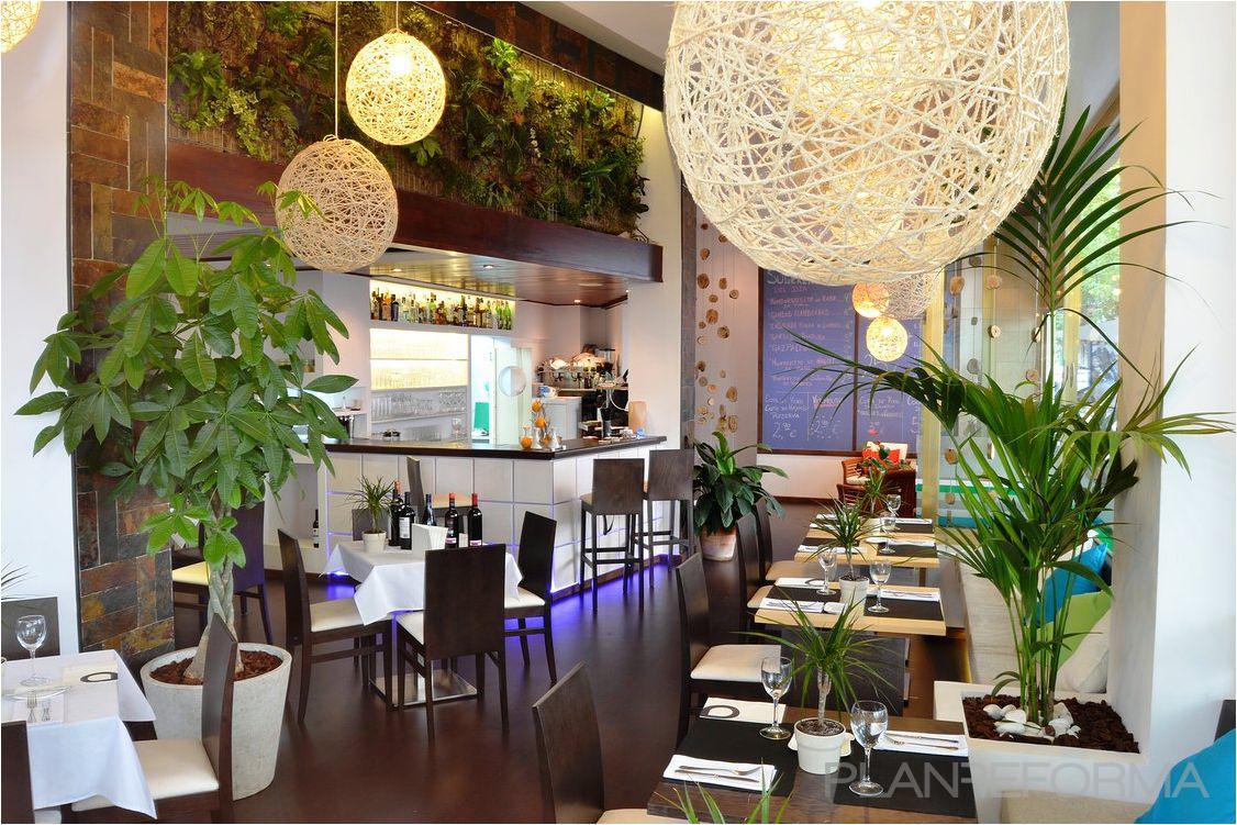 Restaurante cafeteria style tropical color beige marron for Decoracion cafeteria