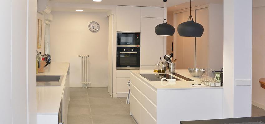 Loft Estilo moderno Color blanco, gris  diseñado por Mirmen Arquitectura - Interiorismo - Reformas | Gremio | Copyright Mirmen Arquitectura