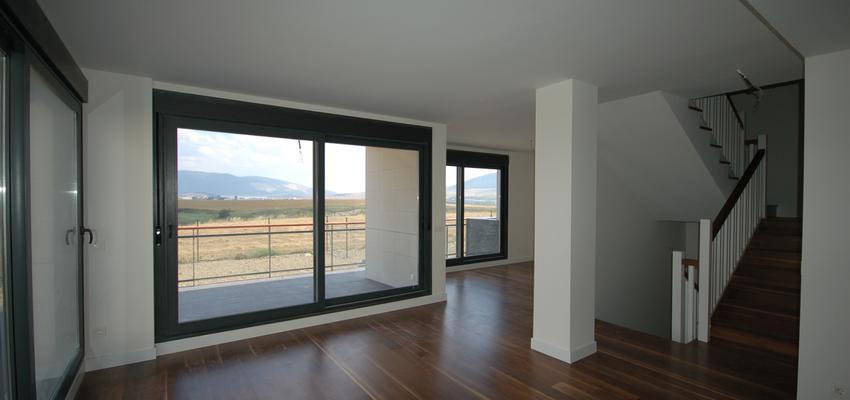Salon Estilo contemporaneo Color marron, blanco, negro  diseñado por BR&C arquitectos | Arquitecto