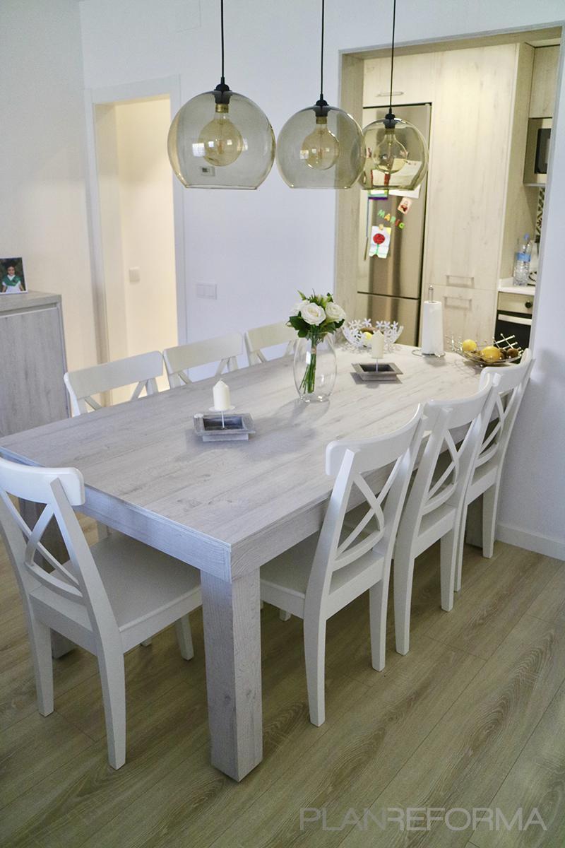 Comedor Estilo moderno Color beige, blanco, gris  diseñado por MANAU SA | Gremio | Copyright Grup Manau