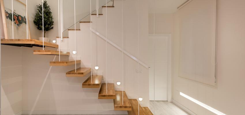Escalera Estilo moderno Color beige, marron, bronce  diseñado por AIMA Estudio - Ana L. Padilla | Arquitecto | Copyright Aima Estudio