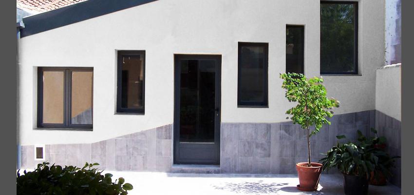 Patio, Exterior, Loft Estilo contemporaneo Color blanco, gris, negro  diseñado por AIMA Estudio - Ana L. Padilla | Arquitecto | Copyright AIMA ARQUITECTURA E INGENIERIA S.L.