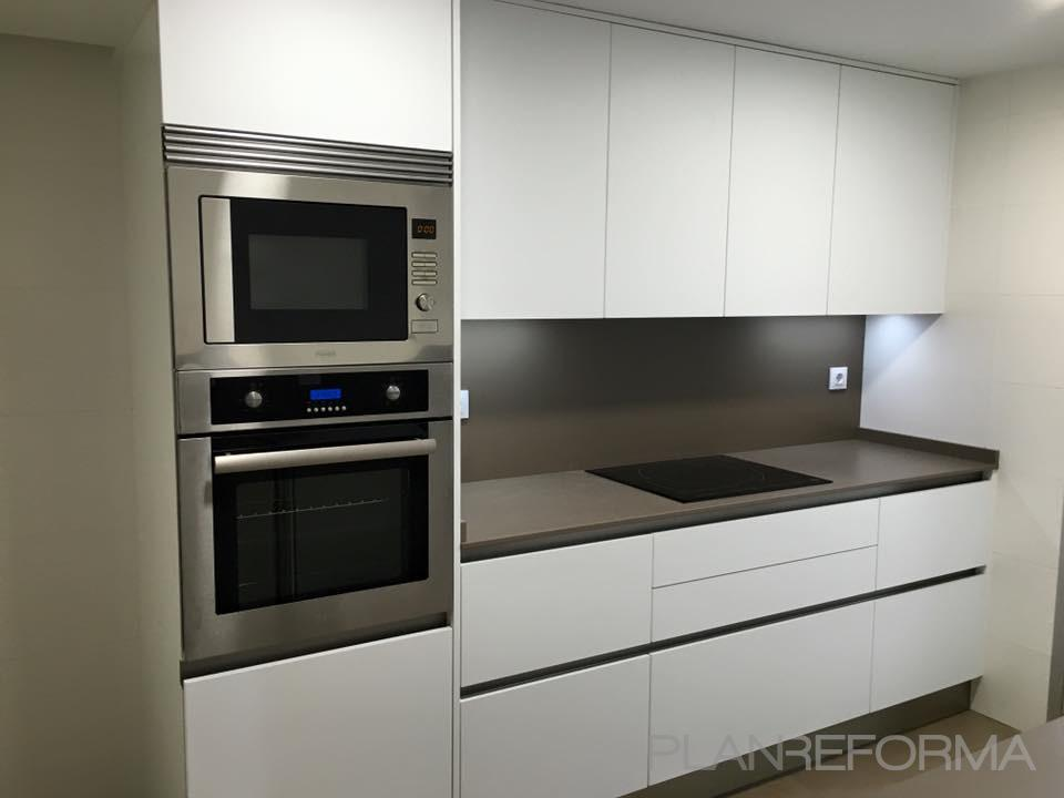 cocina color blanco gris negro