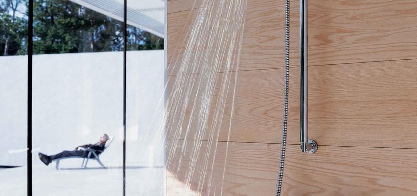 Baño style moderno color marron, blanco, gris  diseñado por GROHE | Marca colaboradora | Copyright GROHE