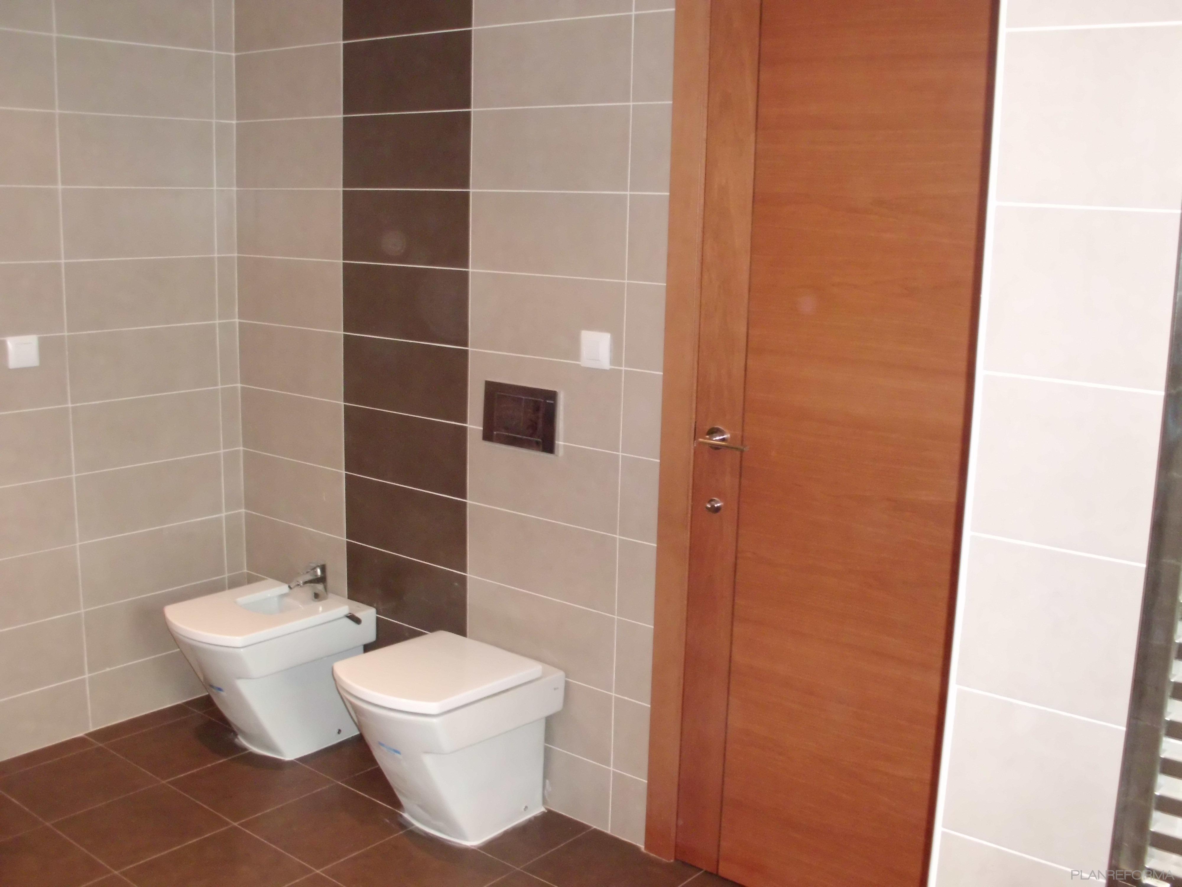 Ba o style moderno color marron marron beige blanco - Banos turquesa y marron ...