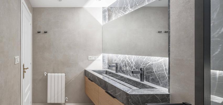 Baño Estilo contemporaneo Color beige, blanco, negro  diseñado por Enrique Canellas | Arquitecto | Copyright Enrique Canellas