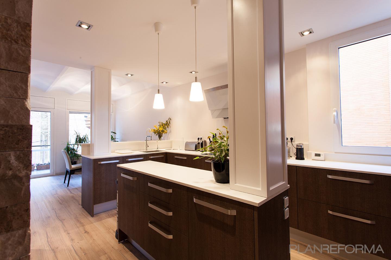 Cocina Estilo moderno Color beige  diseñado por cliparquitectes | Arquitecto | Copyright cliparquitectes