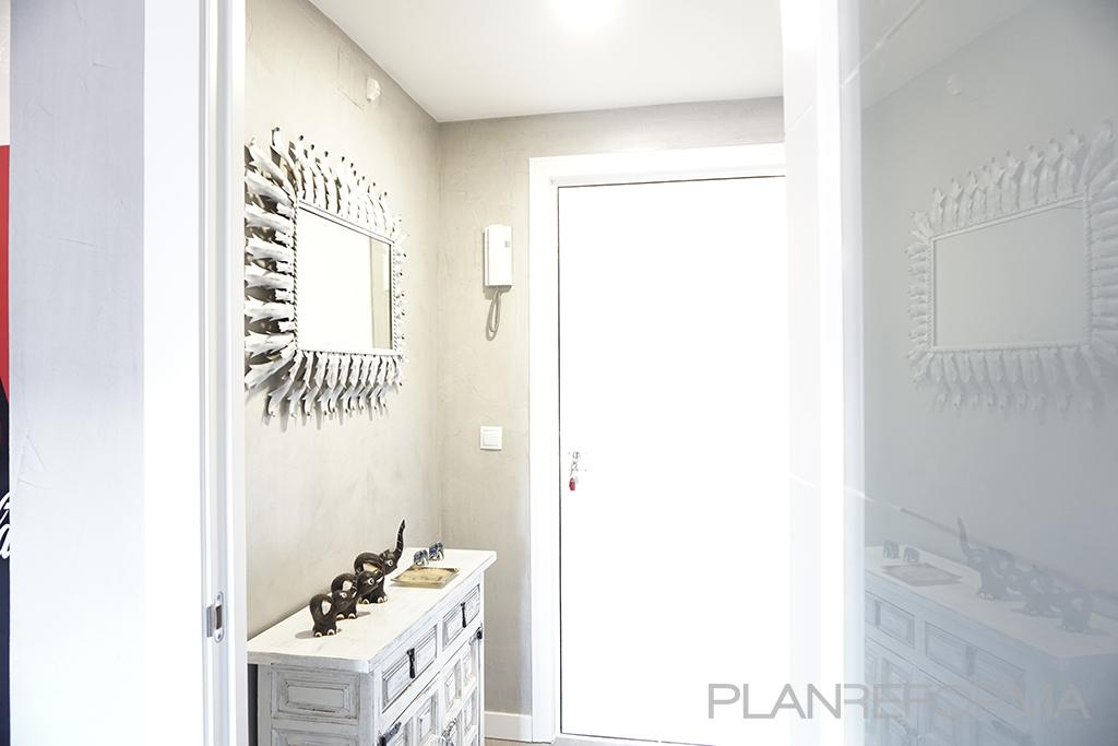 Recibidor estilo moderno color blanco gris - Recibidor moderno blanco ...