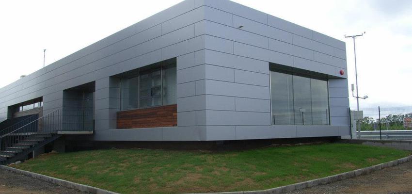 Exterior, Oficina, Jardin style vanguardista color marron, gris, gris  diseñado por Estudi de Arquitectura & Eficiencia Energètica GPA S.L | Arquitecto Técnico