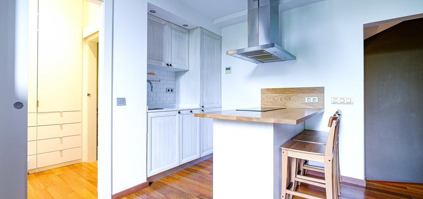 Cocina Estilo vintage Color beige, blanco, bronce  diseñado por Estudi de Arquitectura & Eficiencia Energètica GPA S.L | Gremio | Copyright Arquitectura & Eficiencia Energètica GPA S.L