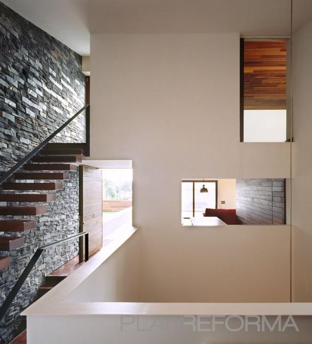Recibidor escalera estilo moderno color marron marron - Recibidor moderno blanco ...