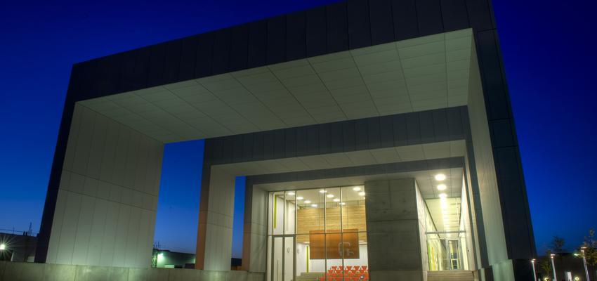 Recibidor, Vestibulo style contemporaneo color azul cielo, blanco, gris  diseñado por Vola   Marca colaboradora