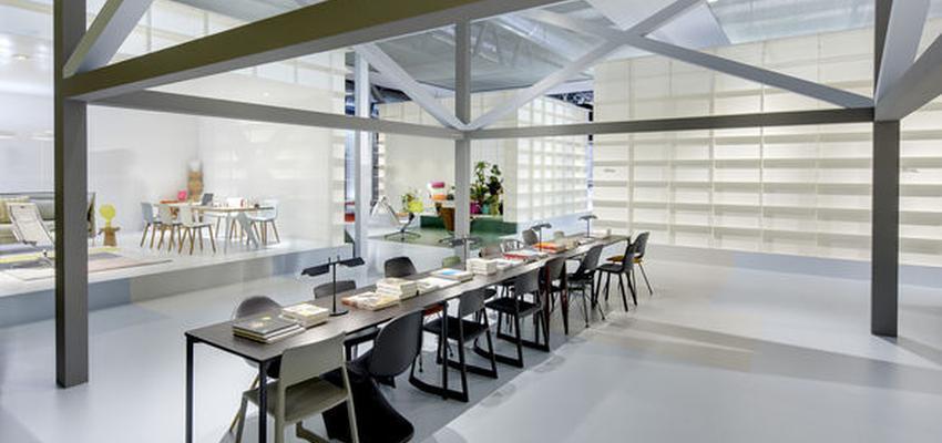 Oficina style contemporaneo color beige, marron, blanco, gris  diseñado por VITRA | Marca colaboradora | Copyright Vitra