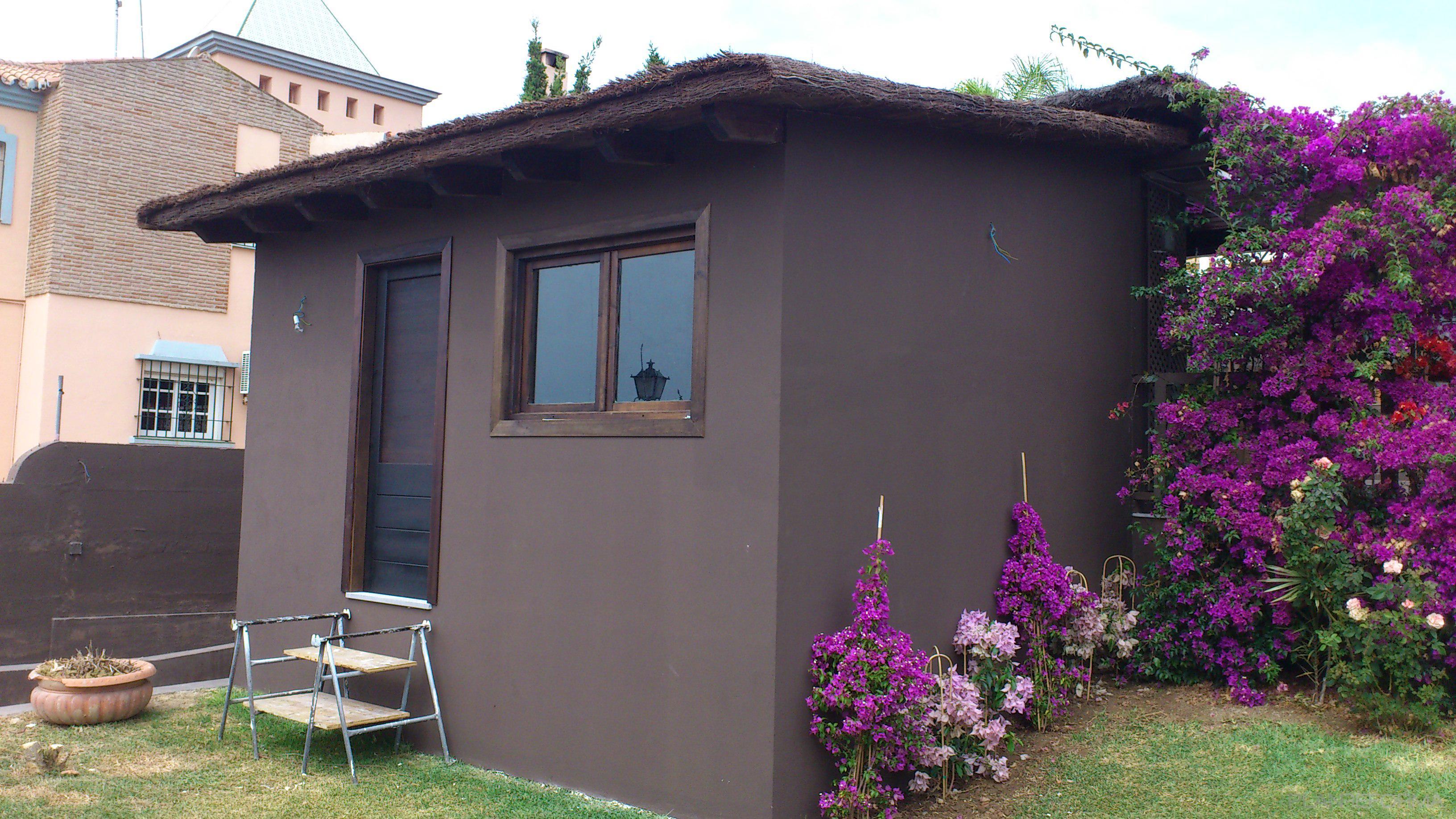 Recibidor exterior jardin style contemporaneo color marron for Decoracion exterior jardin contemporaneo