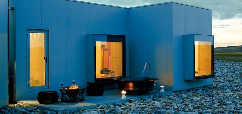 Patio, Exterior style moderno color ocre, blanco, negro  diseñado por KETTAL | Marca colaboradora