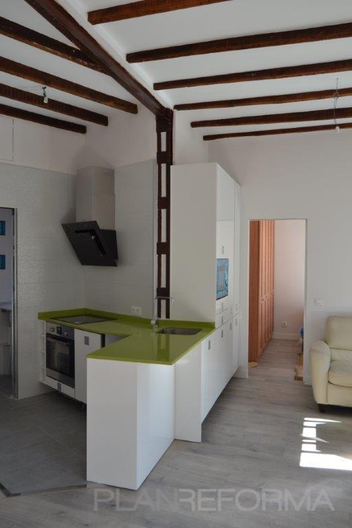Comedor cocina salon style rustico color verde marron for Cocina comedor salon
