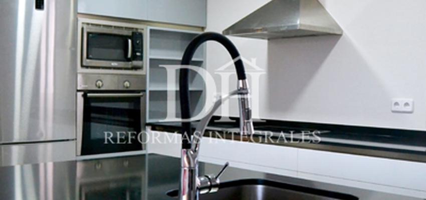Comedor, Cocina Estilo contemporaneo Color azul, gris, plateado  diseñado por DH Reformas | Gremio | Copyright Deshiria Home para su departamento de DH Reformas Integrales