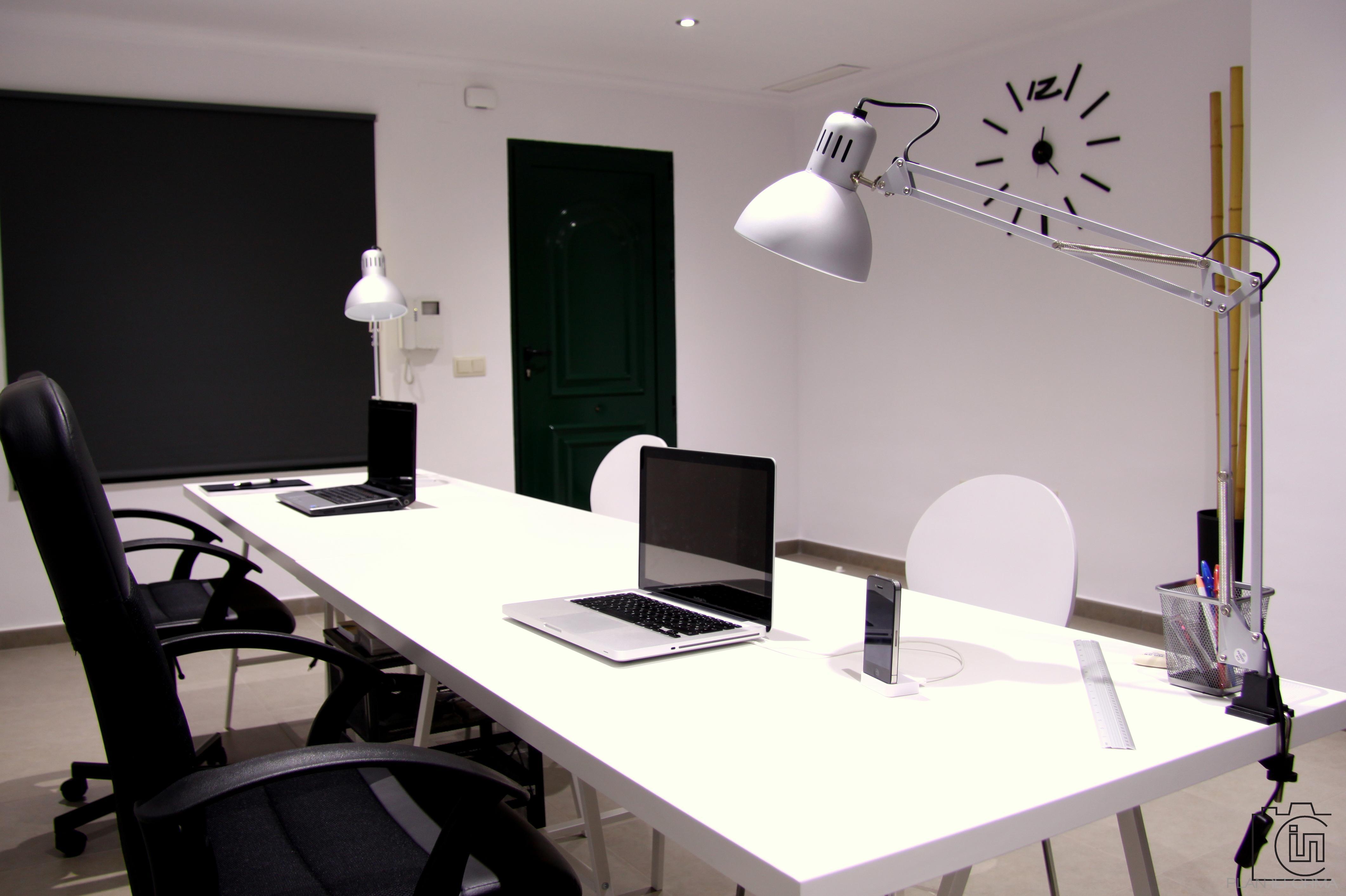 Estudio oficina style moderno color blanco gris negro for Arq estudio de arquitectura