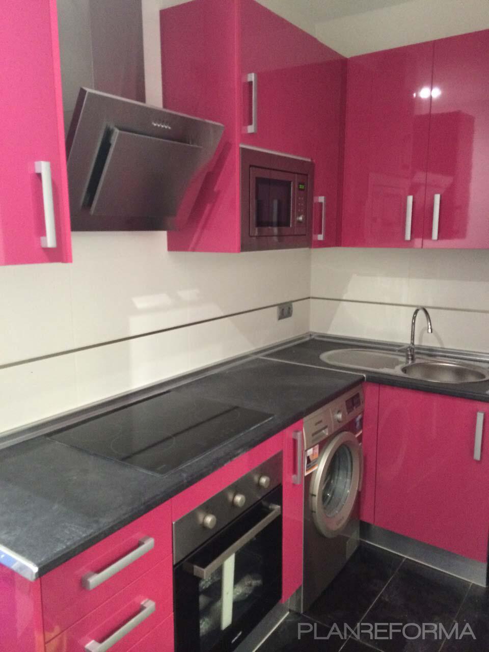 Cocina style moderno color rosa blanco gris plateado - Cocina rosa ...