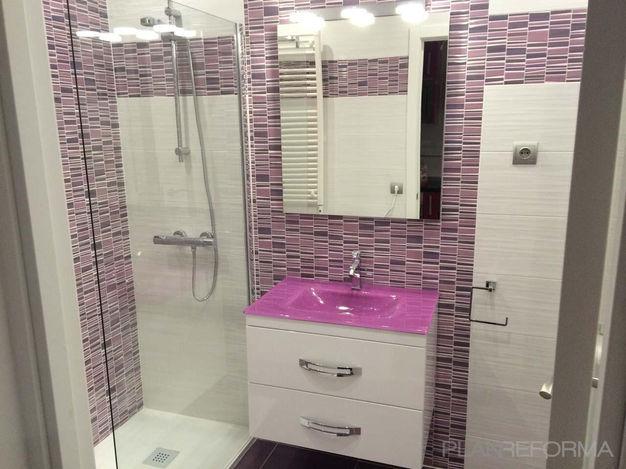 Ba o style moderno color rosa rosa marron blanco for Accesorios bano rosa