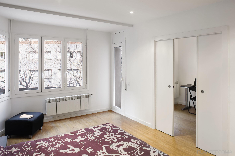 Dormitorio vestidor oficina estilo mediterraneo color marron blanco - Dormitorio vestidor ...
