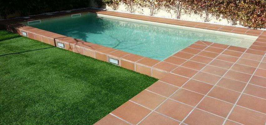 Piscina, Exterior, Jardin style tradicional color turquesa, azul cielo, bronce  diseñado por Estudi de Arquitectura & Eficiencia Energètica GPA S.L   Arquitecto Técnico