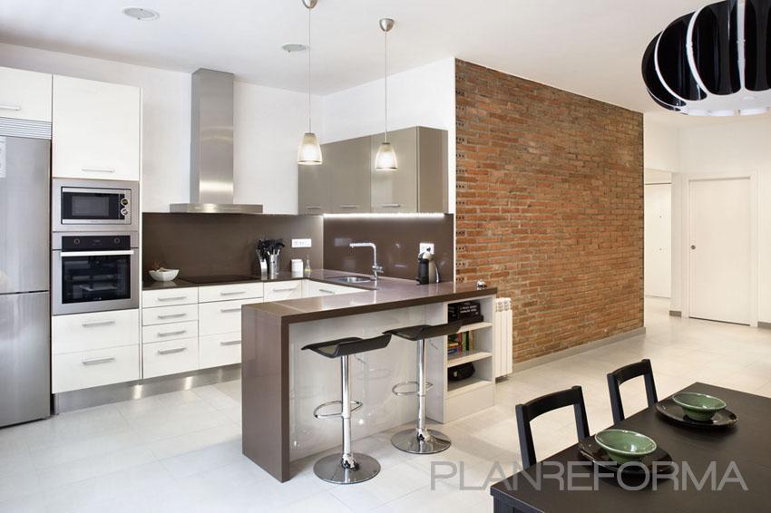 Cocina estilo contemporaneo color marron blanco negro for Tipos de cocina arquitectura