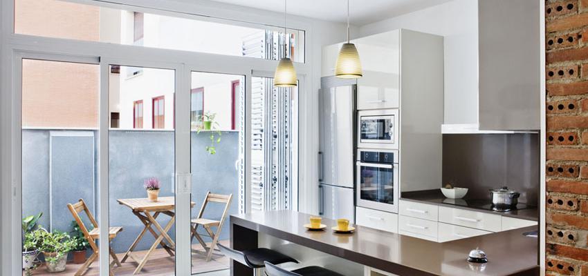 Terraza, Cocina Estilo contemporaneo Color marron, blanco  diseñado por Estudi de Arquitectura & Eficiencia Energètica GPA S.L | Arquitecto Técnico