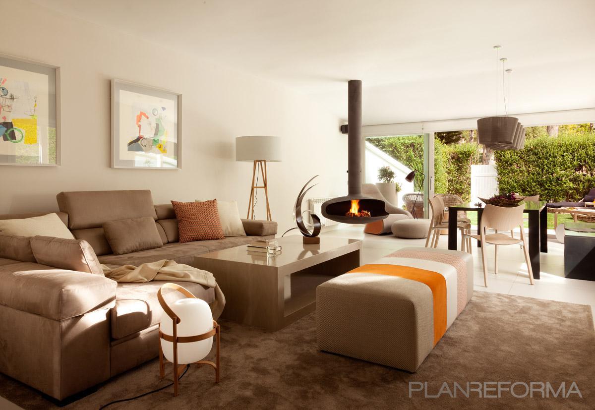 Salon style moderno color ocre marron marron gris for Ver salones modernos
