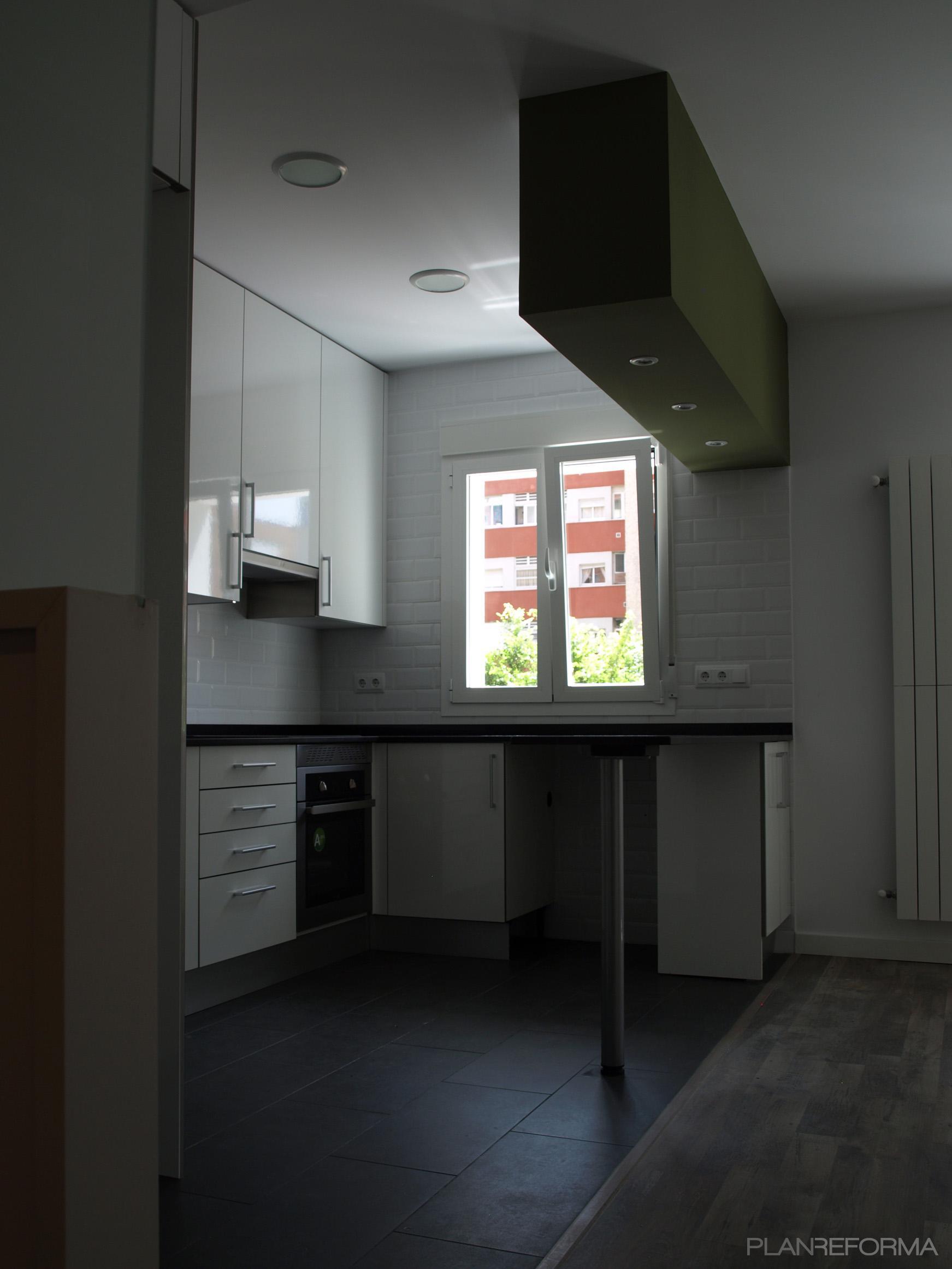 Cocina style contemporaneo color marron blanco for Go mobiliario contemporaneo