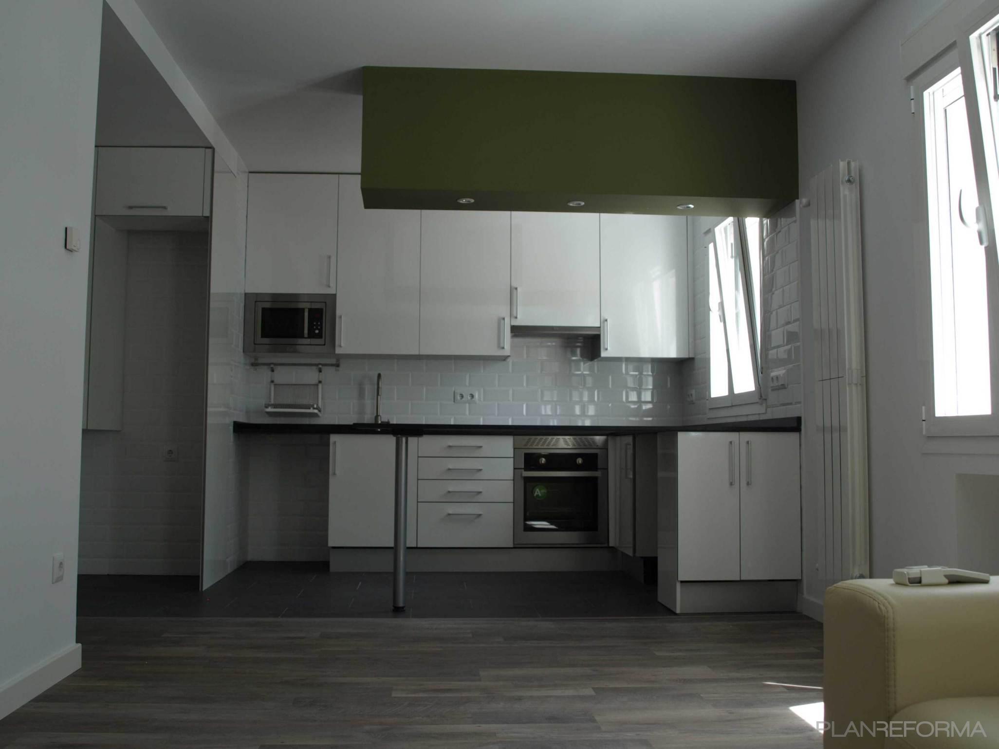 Cocina style contemporaneo color verde blanco gris for Go mobiliario contemporaneo