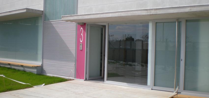 Patio, Escalera, Exterior style moderno color rojo  diseñado por steelcrea | Gremio