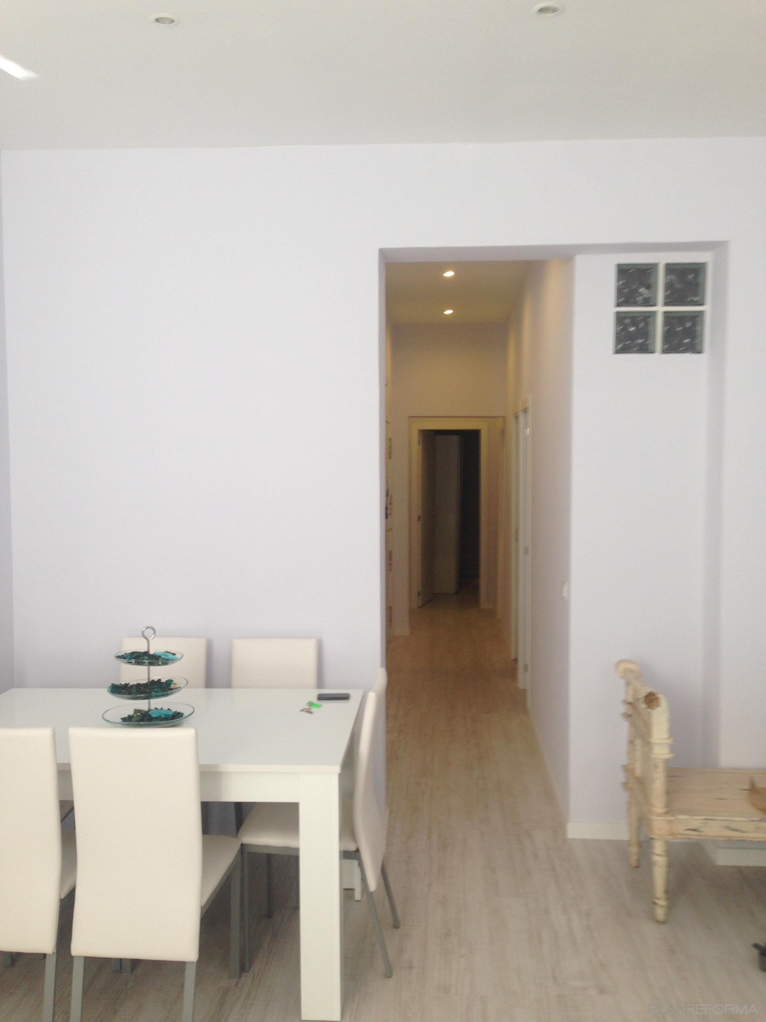 Pasillo salon estilo moderno color beige marron blanco - Salon moderno blanco ...