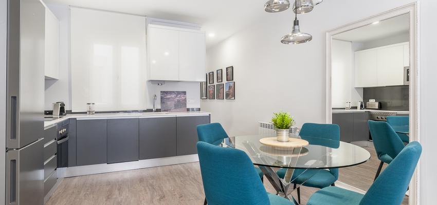 Comedor, Cocina Estilo moderno Color turquesa, blanco, gris  diseñado por altia group S.L.U. | Gremio | Copyright altia Group