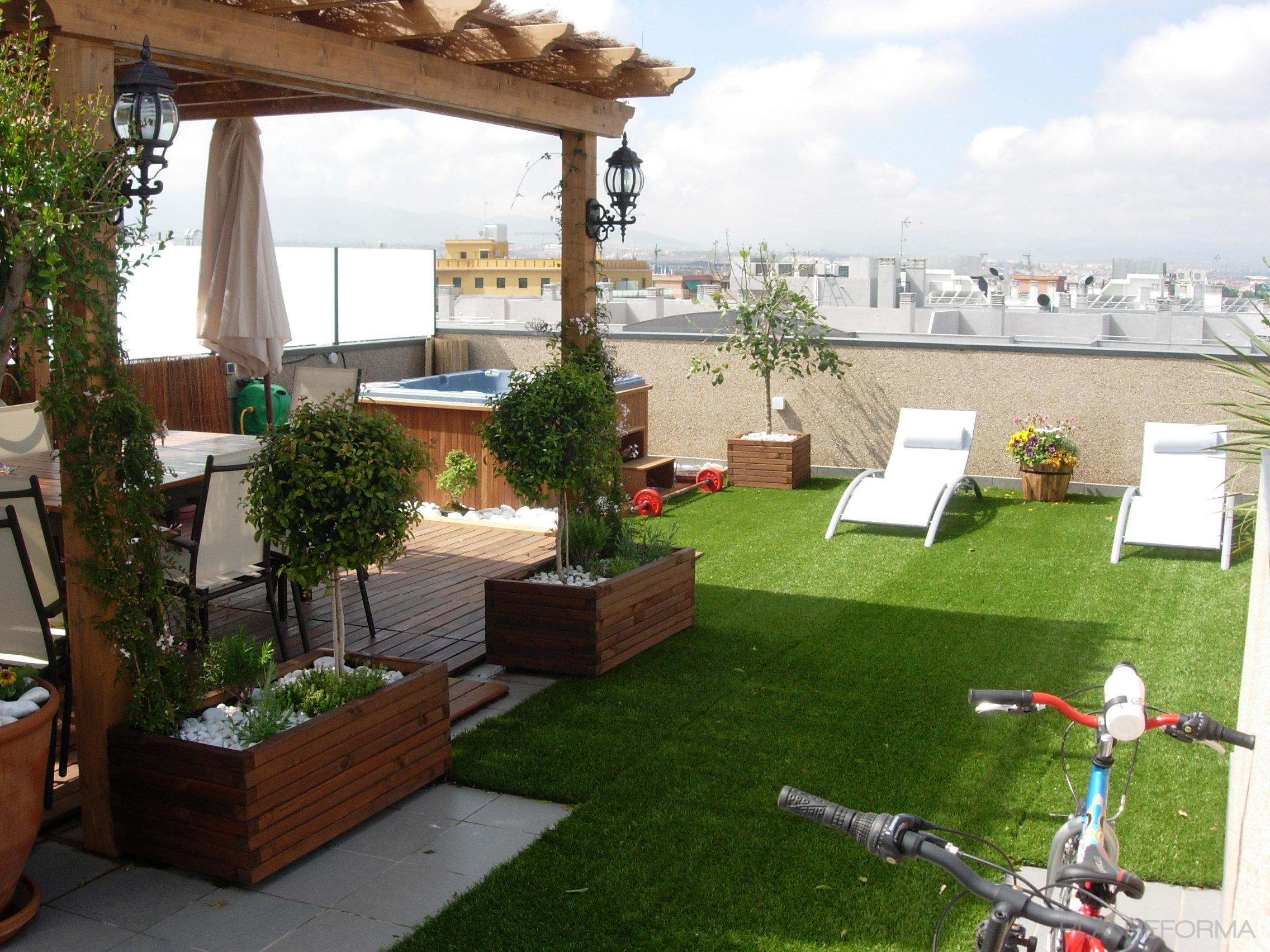 Terraza exterior jardin style mediterraneo color verde for Ideas para decorar una terraza exterior