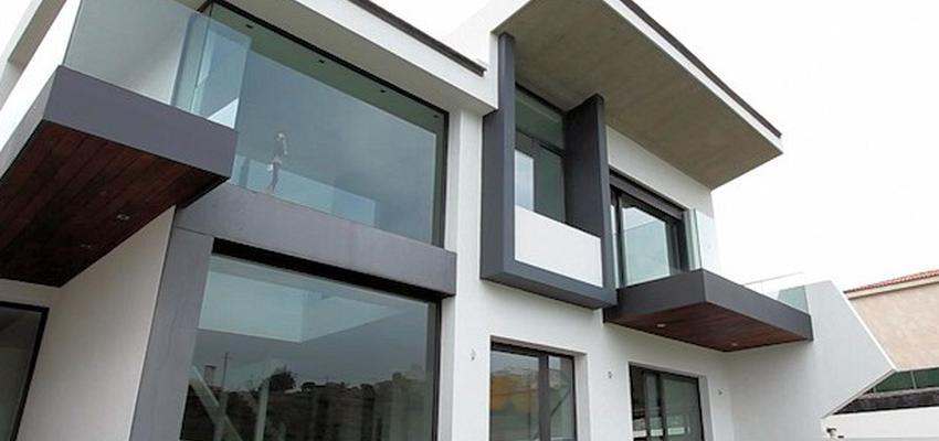 Exterior Estilo moderno Color blanco, gris, plateado  diseñado por HERMES HOUSES | Arquitecto Técnico