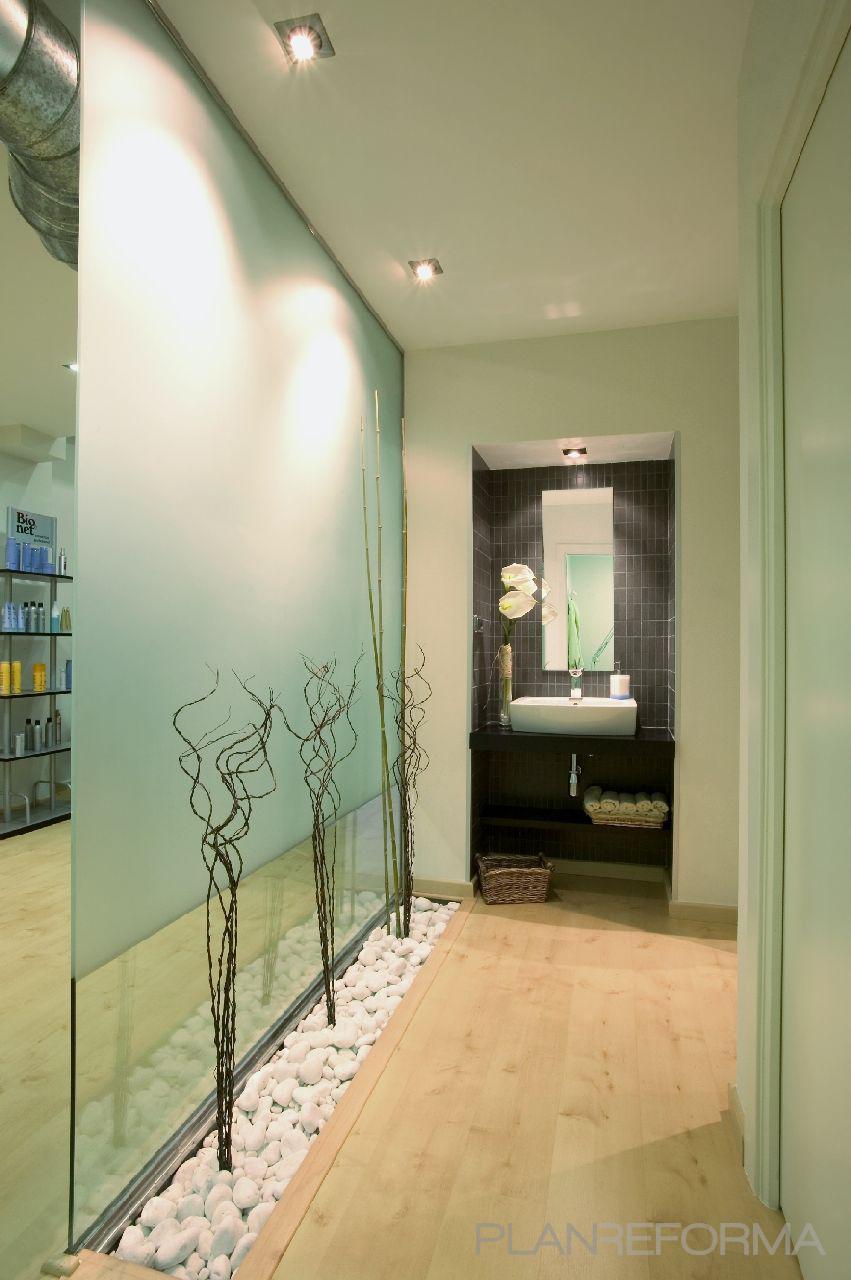 Ba o tienda sal n de belleza estilo moderno color azul for Ideas decoracion pared salon