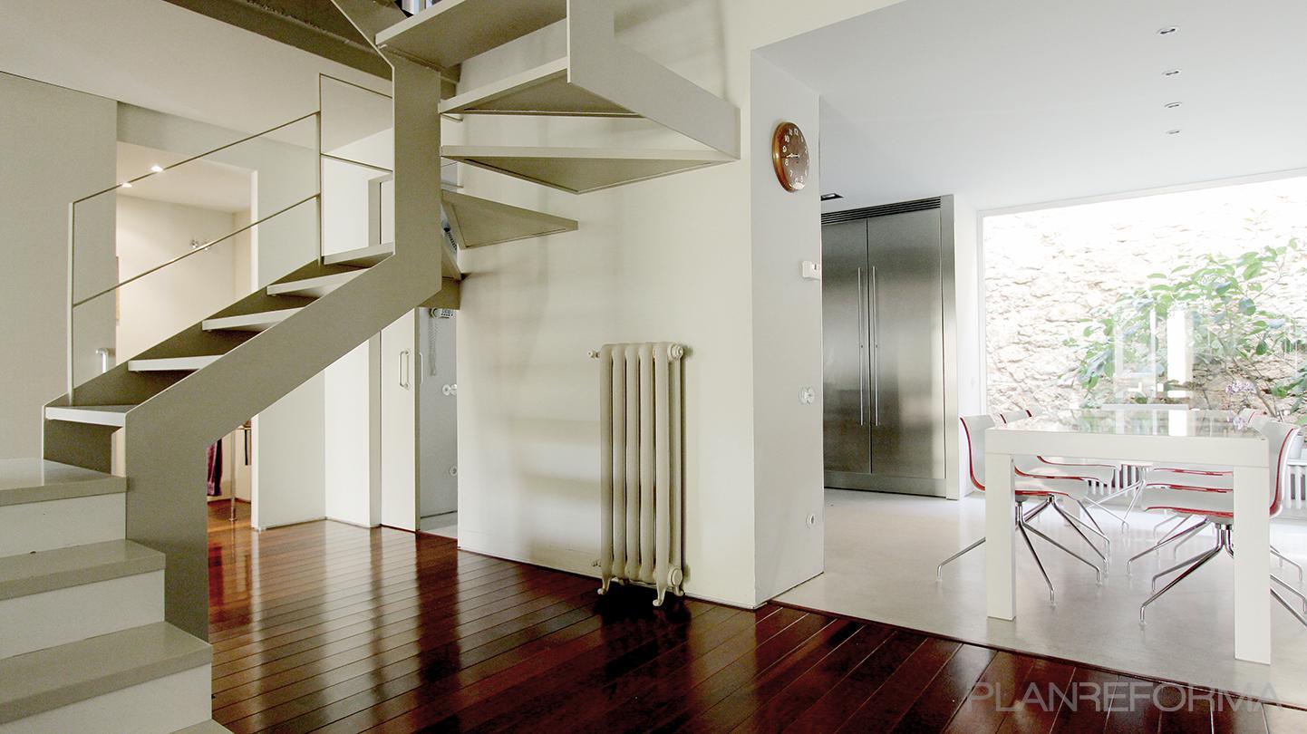 Comedor vestibulo cocina escalera style contemporaneo for Escalera cocina