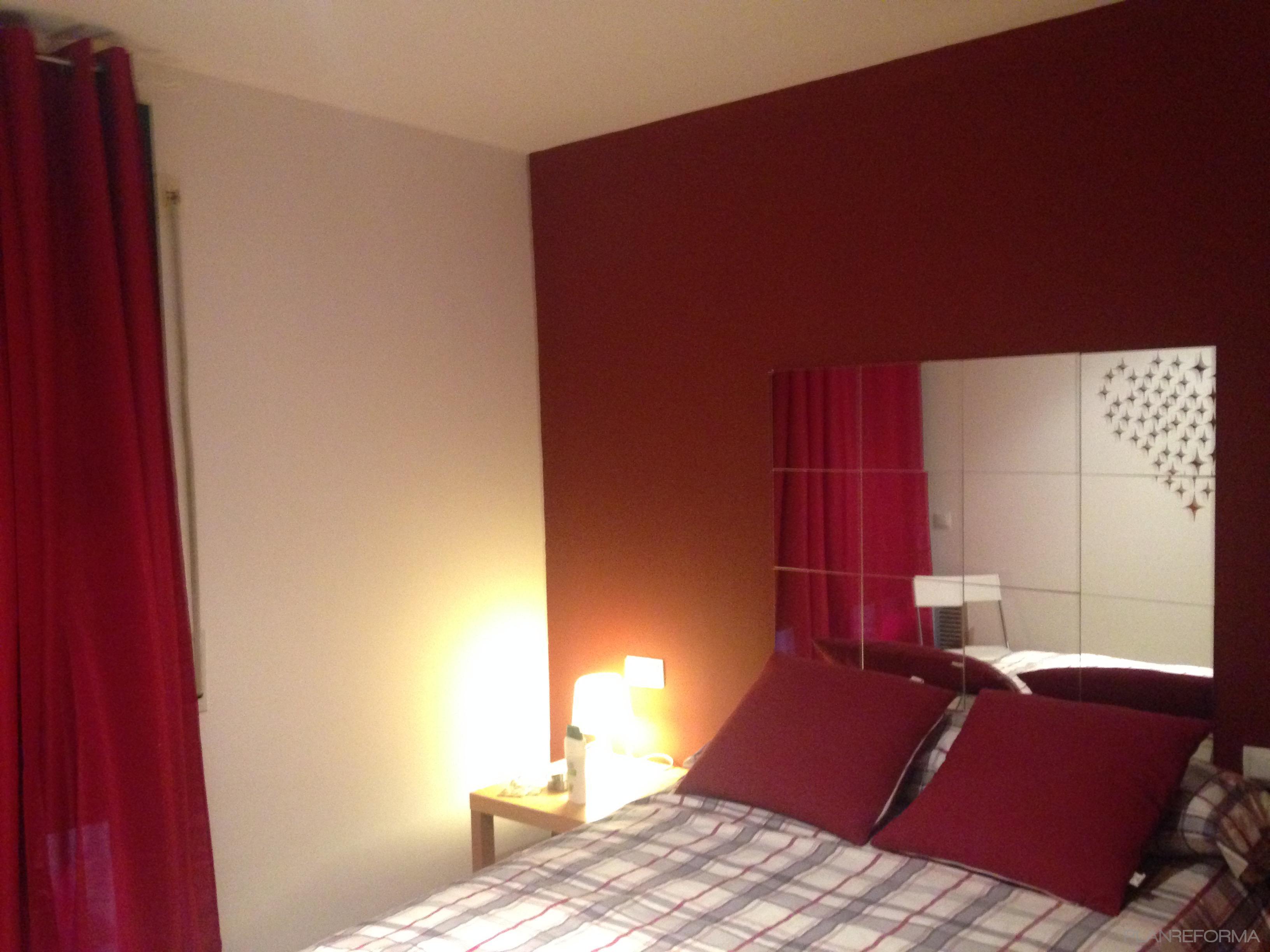 Dormitorio estilo moderno color rojo marron gris - Decoracion dormitorios juveniles pintura ...