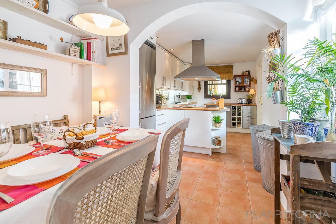 Cocina Estilo contemporaneo Color verde, blanco  diseñado por TRES INTERIORES | Arquitecto Técnico | Copyright TRES INTERIORES