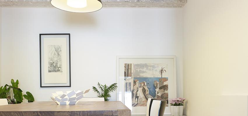 Comedor Estilo tropical Color marron, marron, gris  diseñado por Castroferro | Arquitecto