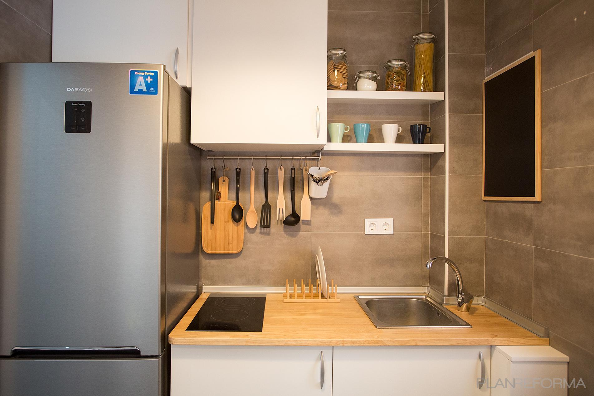 Cocina Estilo moderno Color marron, beige, plateado  diseñado por p9arquitectura.XYZ | Arquitecto | Copyright estudio meyne